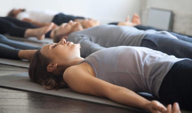 Bei der täglichen Meditation geht es darum, die Gedanken und Gefühle zu betrachten, ohne sie zu bewerten.
