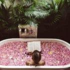 Nicht nur zu Corona-Zeiten kann das eigene Badezimmer zum entspannten Spa-Erlebnis werden.